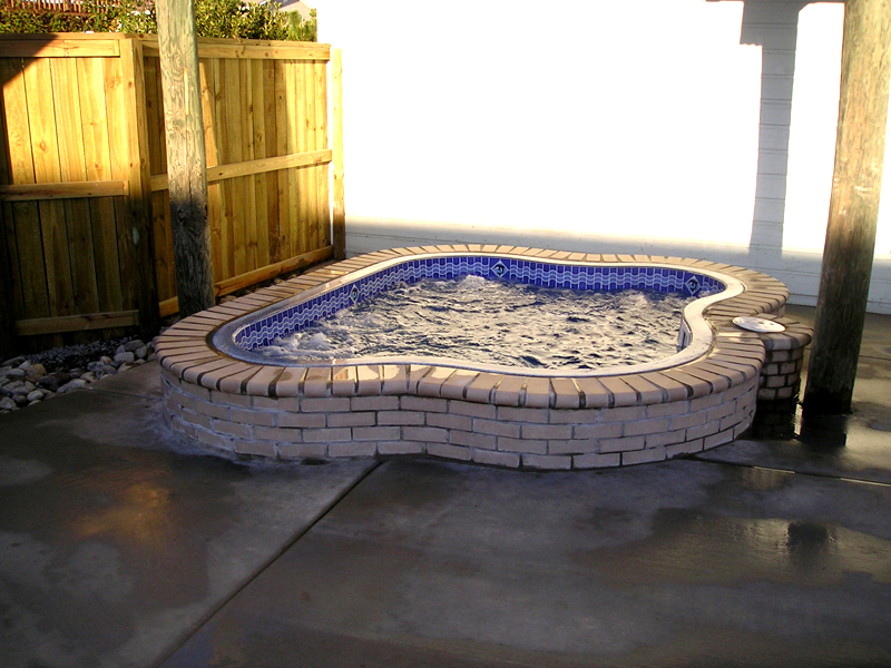 Prestige pools of wilmington nc viking pools fiberglass swimming pool spa models from for Swimming pool installation seattle